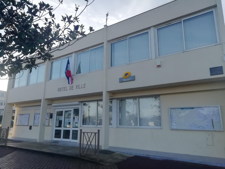 façade de la mairie de Puiseux-en-france