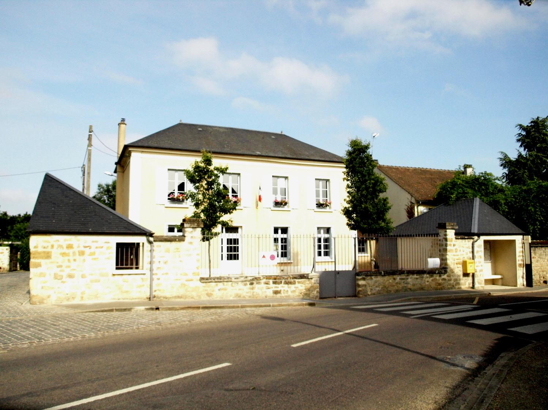 façade de la mairie de Livilliers