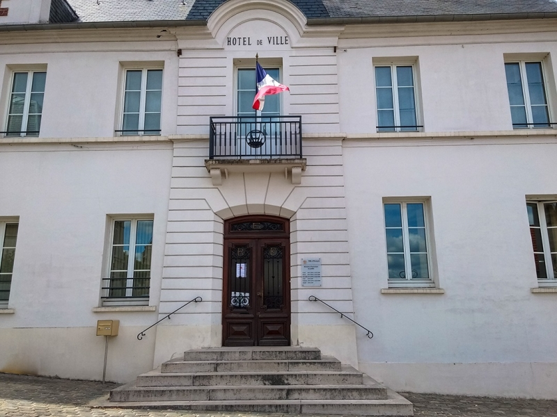 façade de la mairie de Ecouen