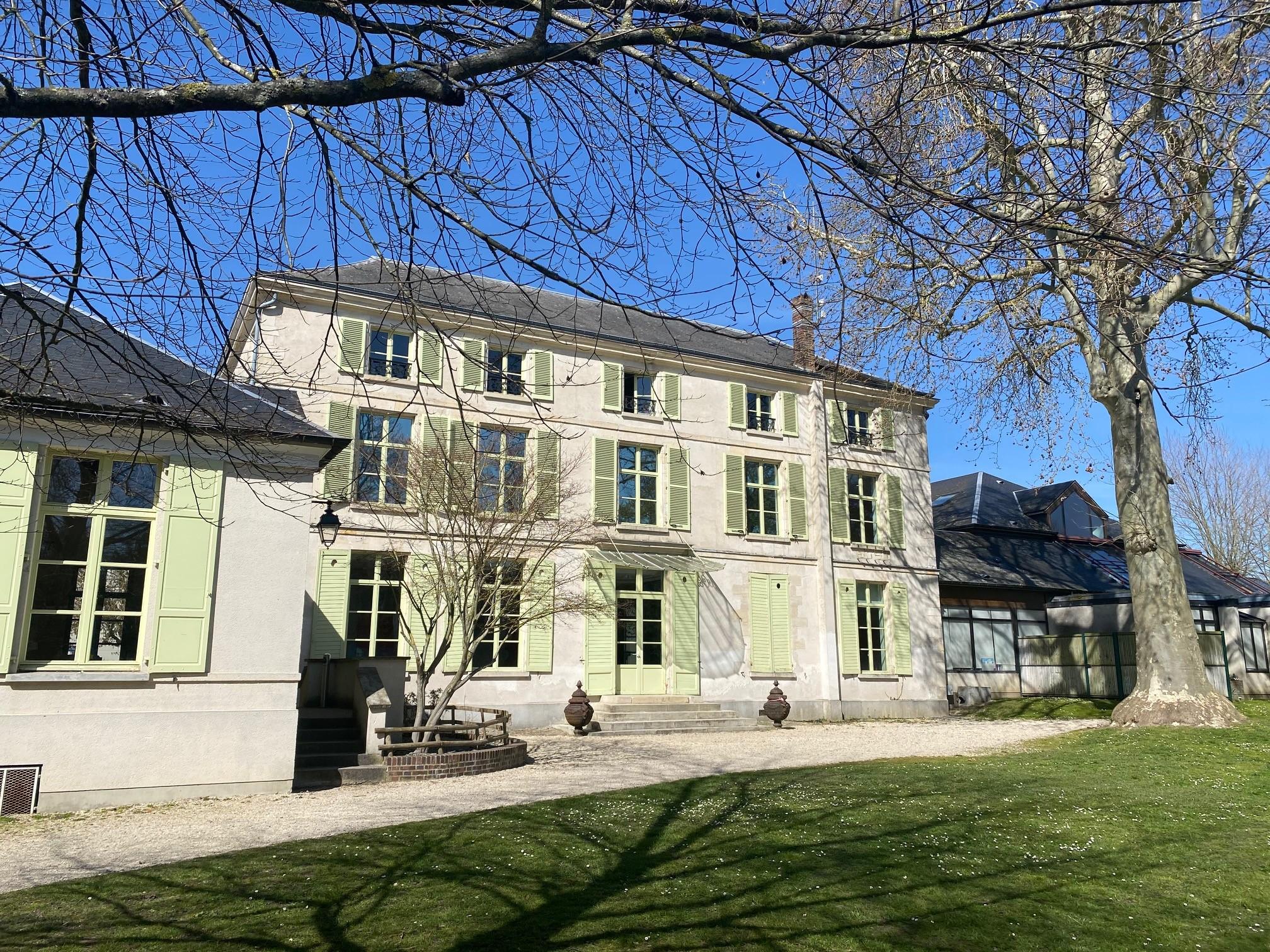 façade de la mairie de Beaumont-sur-oise