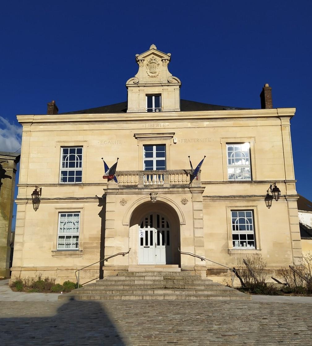 façade de la mairie de Marines