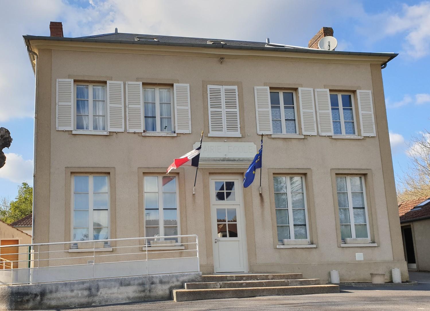 façade de la mairie de Villers-en-arthies
