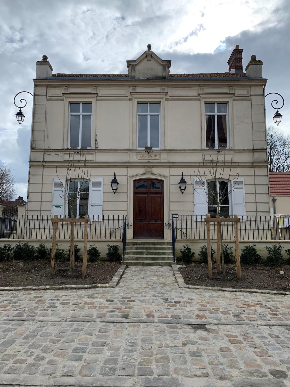 façade de la mairie de Chennevieres-les-louvres