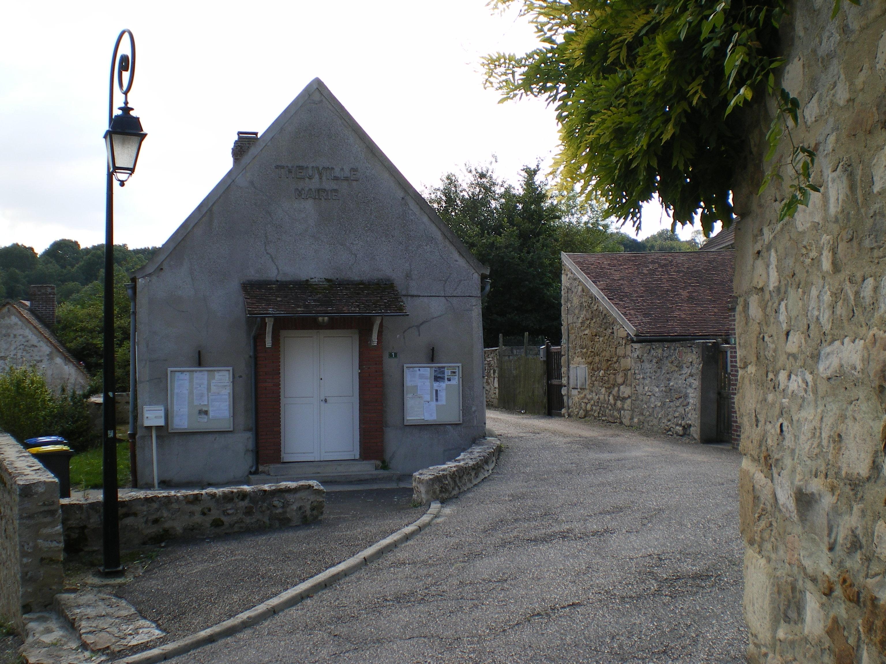 façade de la mairie de Theuville