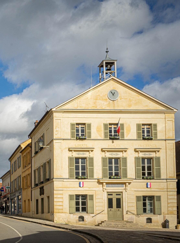 façade de la mairie de Luzarches