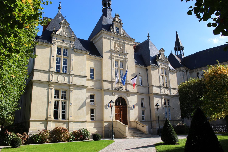 façade de la mairie de L'isle-adam